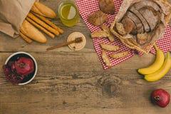在木桌上的健康快餐与拷贝空间 库存照片