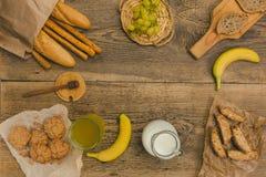 在木桌上的健康快餐与拷贝空间 免版税图库摄影