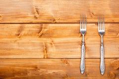 在木桌上的叉子 免版税库存图片