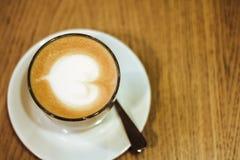 在木桌上的咖啡 库存照片