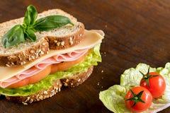 在木桌上的开胃健康三明治 库存照片
