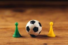 在木桌上的微型塑料足球 免版税库存图片