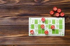 在木桌上的戏剧宾果游戏 免版税库存图片