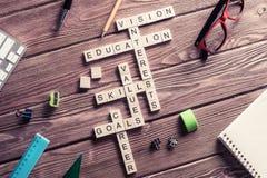在木桌上的概念性主题词与比赛做的元素 库存图片