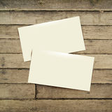 在木桌上的模板白色名片 库存例证