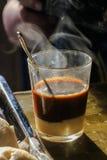 在木桌上的热的咖啡 库存图片