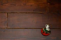 在木桌上的礼物 图库摄影