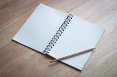 在木桌上的笔记本 免版税库存照片