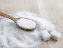 在木桌上的糖 选择聚焦 免版税库存照片