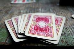 在木桌上的纸牌 免版税库存照片