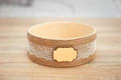 在木桌上的装饰的结婚礼物小箱 图库摄影