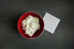 在木桌上的酸奶干酪 大模型 免版税库存图片