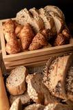在木桌上的面包店 免版税库存照片