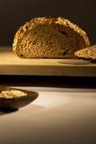 在木桌上的面包 库存照片