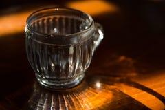 在木桌上的玻璃 图库摄影