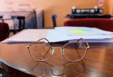 在木桌上的玻璃 免版税库存照片