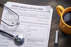 在木桌上的医疗文件 免版税图库摄影