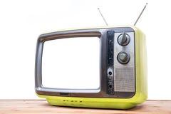 在木桌上的黄色葡萄酒电视 库存照片
