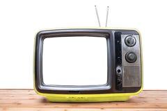 在木桌上的黄色葡萄酒电视 库存图片