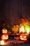 在木桌背景的万圣夜南瓜 库存图片