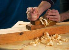 在木桌背景的木匠工具 复制空间 顶视图 库存图片