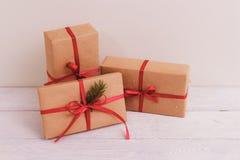 在木桌背景的礼物盒与拷贝空间 库存照片