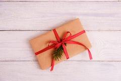 在木桌背景的礼物盒与拷贝空间 库存图片