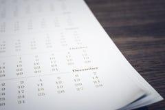 在木桌背景的简单的日历 免版税库存照片