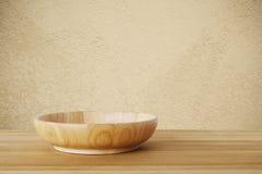 在木桌背景,食物显示的空的圆的木板材 免版税库存照片
