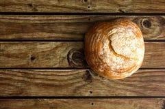 在木桌视图的传统面包从上面 免版税图库摄影