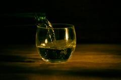 在木桌黑暗背景的玻璃 库存图片