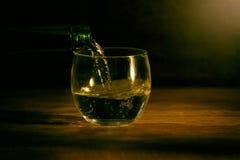 在木桌黑暗背景的玻璃 库存照片