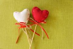 在木棍子的红色心脏 库存图片