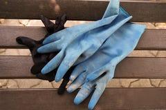 在木椅子的蓝色手套 免版税库存图片