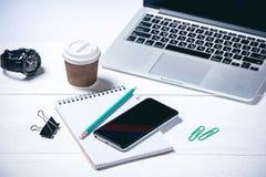在木白色背景的现代企业工具 免版税库存图片