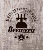 在木的啤酒 库存照片