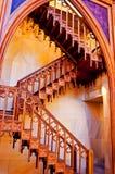 在木的楼梯里面的天主教教会 库存图片