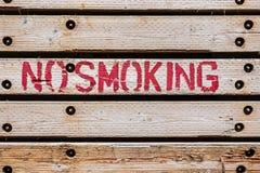 在木的禁烟词 免版税库存图片