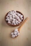 在木的罗望子树糖果,由罗望子树做的糖果 免版税库存照片