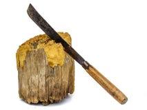 在木的老刀子被隔绝的 免版税库存照片
