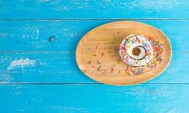 在木盘子的多福饼 免版税库存图片
