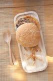 在木盘子的鲜美和开胃汉堡包 免版税图库摄影