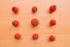 在木砧板的西红柿新小组 免版税库存照片