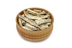 在木碗的一些条干鲥鱼 库存照片