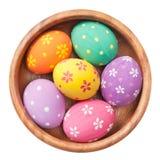 在木碗的复活节彩蛋 图库摄影