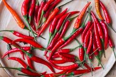 在木碗的新鲜的红辣椒在木背景 免版税库存图片