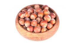 在木碗的榛子 库存照片