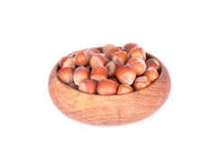 在木碗的榛子 库存图片