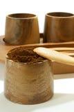 在木碗的碾碎的咖啡 库存照片