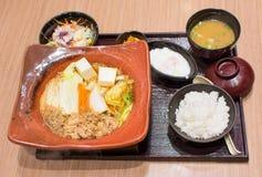 在木碗设置的日本午餐 免版税图库摄影